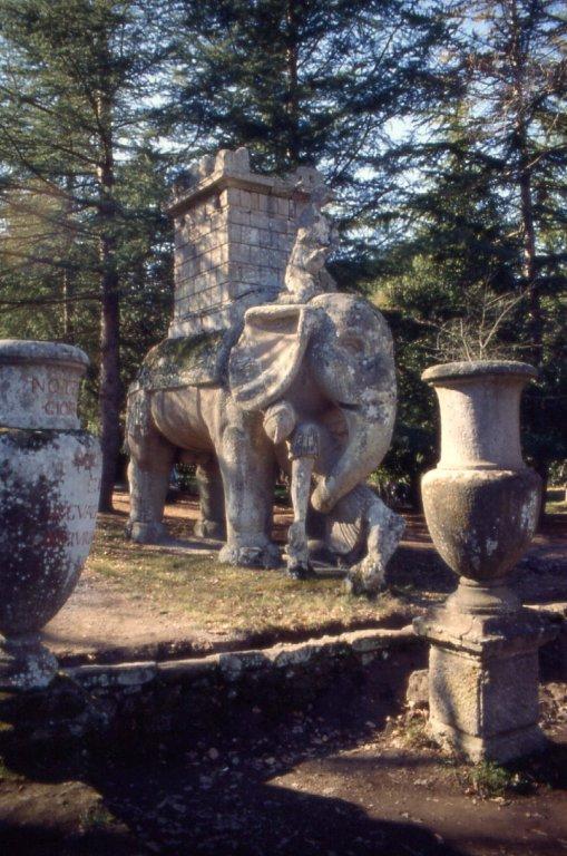 Интересная монументальная скульптура Bta00580