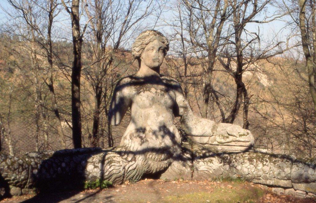 Интересная монументальная скульптура Bta00582