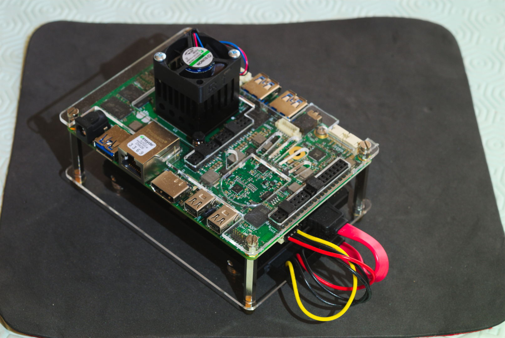 Fig. 8 - SBC UdooX86 Ultra con case in acrilico modificato da Stefano Colonna